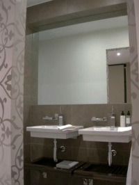 a-home-in-londons-kensington-master-en-suite-c2a9anna-hansson-design-ltd