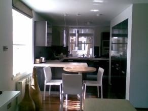 a-home-in-londons-kensington-open-plan-kitchen-and-breakfast-bar-area-c2a9anna-hansson-design-ltd