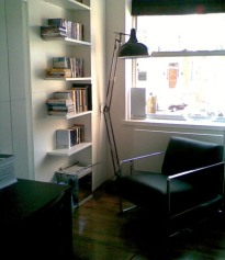 a-home-in-londons-kensington-reading-area-c2a9anna-hansson-design-ltd