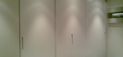 ©Anna Hansson Design_a-home-in-londons-kensington-master-bedroom-wardobe-area