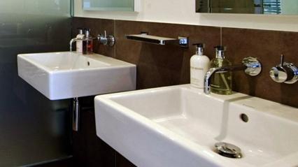 ©Anna Hansson Design_bathroom-detail_apartment-w-garden-view
